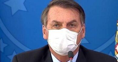Presidente Jair Bolsonaro informa que testou positivo para a Covid-19